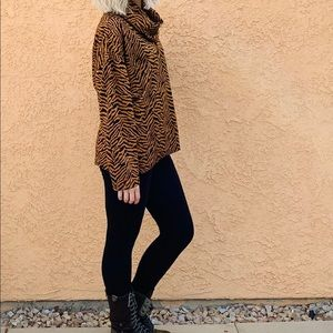 🐅vintage tiger stripe sweater🐅